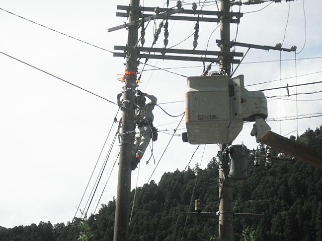 携帯基地局向け光ケーブル架線工事