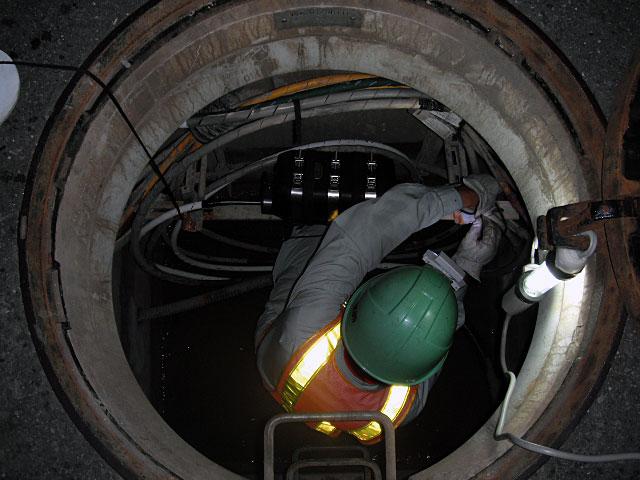 マンホール内光ケーブル接続工事